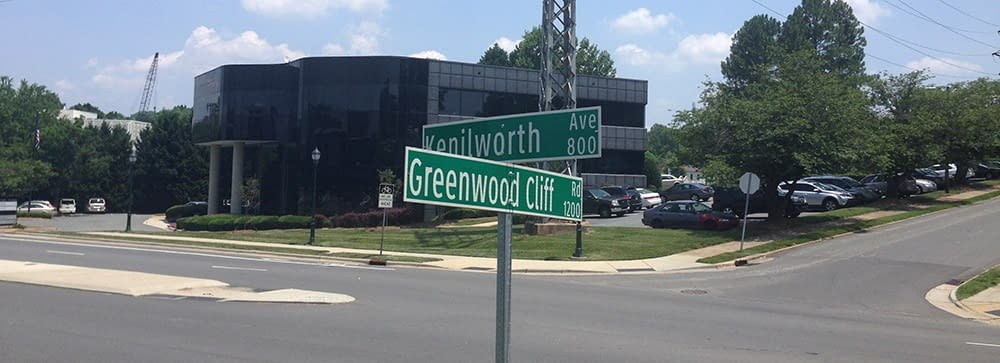 accupuncture in charlotte on the corner of kenilworth and greenwood cliff